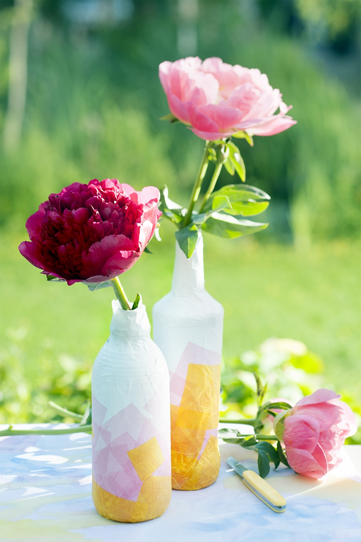 les pivoines se pavanent dans ces joyeux petits vases la joie des fleurs. Black Bedroom Furniture Sets. Home Design Ideas