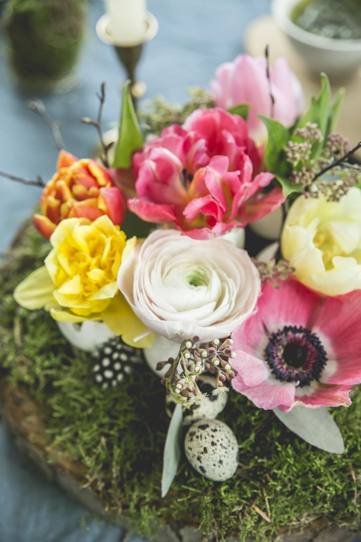 diy la nature sur la table avec un tronc d arbre en pi ce mont e la joie des fleurs. Black Bedroom Furniture Sets. Home Design Ideas